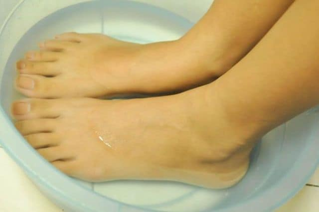 Hot and cold water therapy for pain in arch of foot