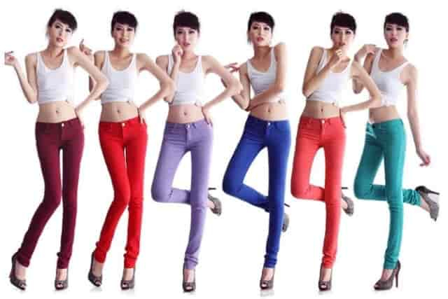 Wear slimmer or tight-fitting clothes to accentuate your height